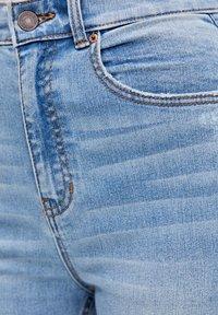 PULL&BEAR - MIT HOHEM BUND - Jeans Skinny Fit - blue - 4