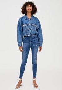 PULL&BEAR - MIT HOHEM BUND - Jeans Skinny Fit - dark blue - 1