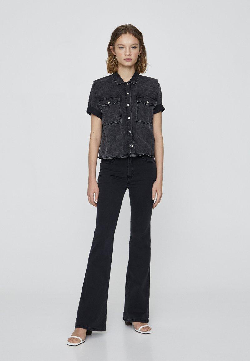 PULL&BEAR - Flared Jeans - black