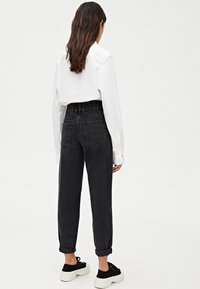 PULL&BEAR - MIT STRETCHBUND - Džíny Straight Fit - black