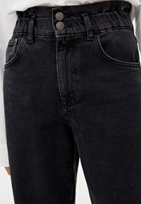 PULL&BEAR - MIT STRETCHBUND - Jeansy Straight Leg - black - 4