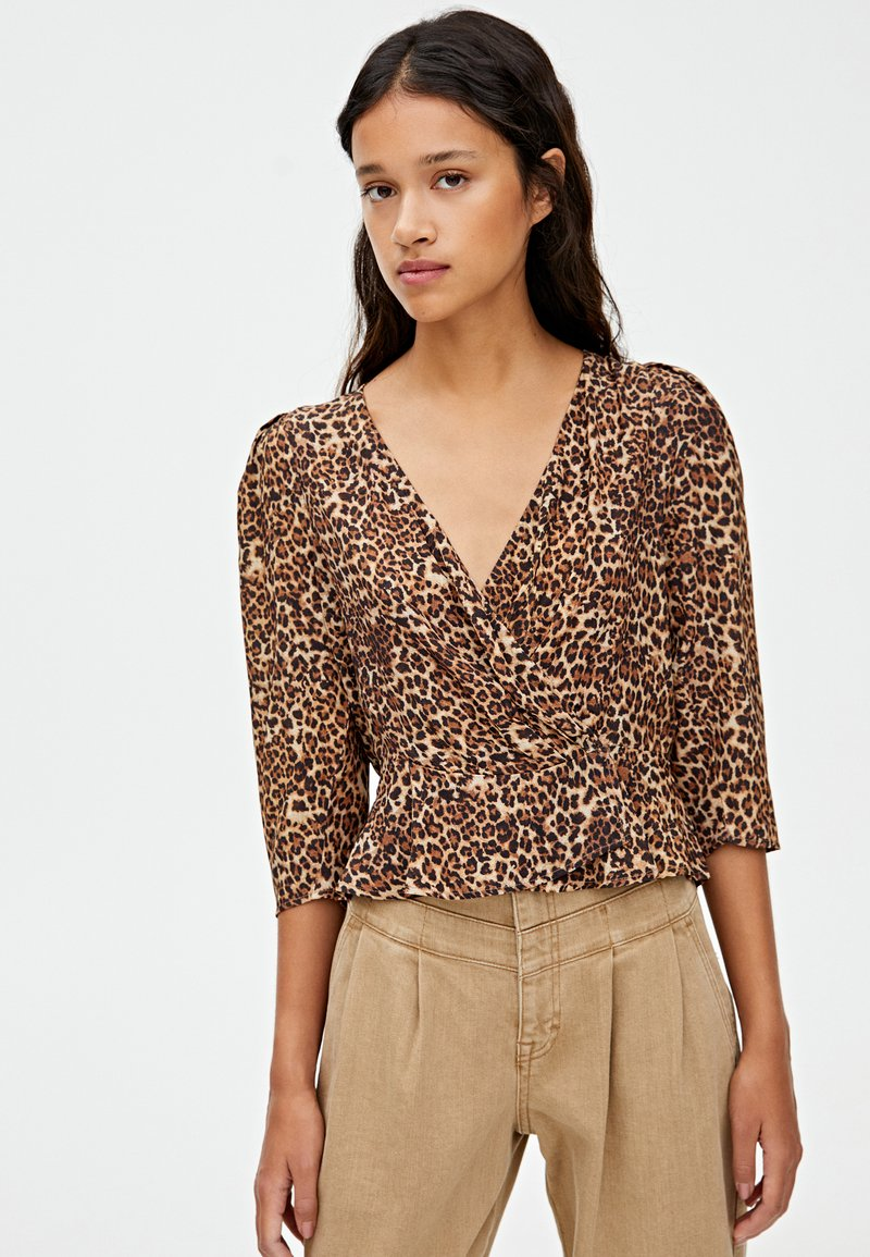 PULL&BEAR - MIT ANIMALPRINT  - Bluse - brown