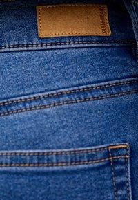 PULL&BEAR - MIT HALBHOHEM BUND - Jeans Skinny Fit - dark blue - 5