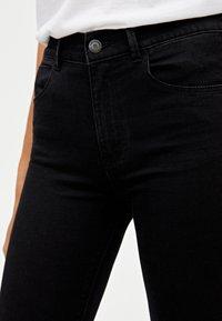 PULL&BEAR - MIT HALBHOHEM BUND - Jeans Skinny Fit - black - 4