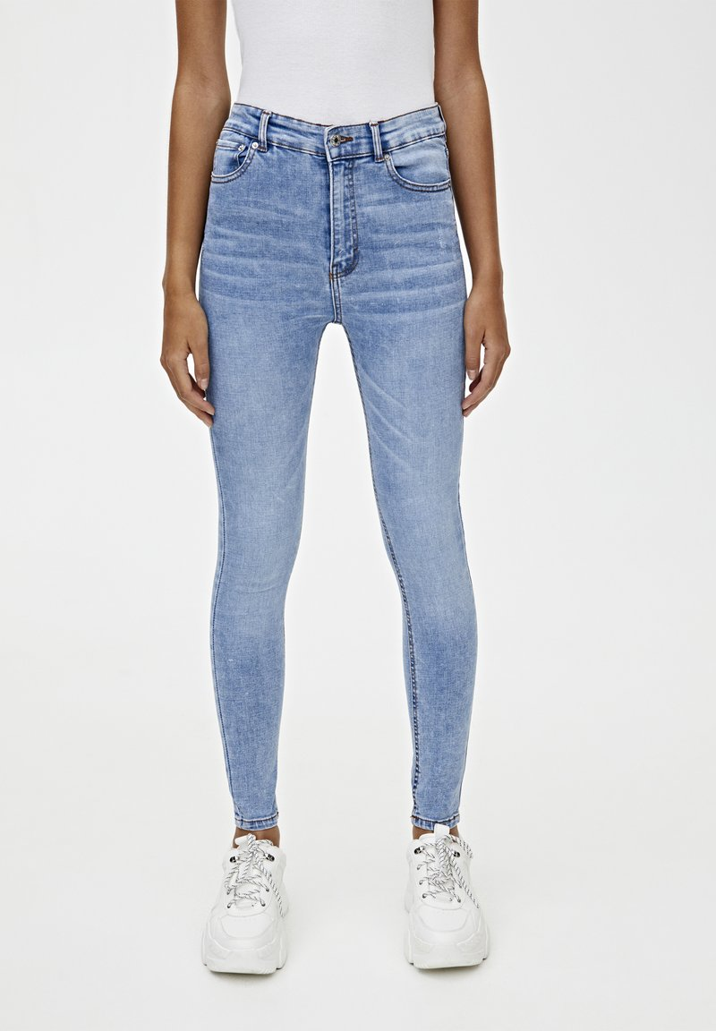 PULL&BEAR - BASIC-JEANS IM SKINNY-FIT MIT HOHEM BUND 09684315 - Jeans Skinny Fit - light blue