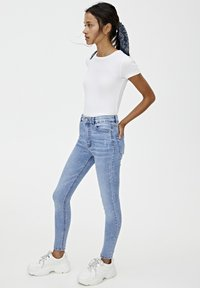 PULL&BEAR - BASIC-JEANS IM SKINNY-FIT MIT HOHEM BUND 09684315 - Jeans Skinny Fit - light blue - 3