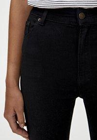 PULL&BEAR - BASIC-JEANS IM SKINNY-FIT MIT HOHEM BUND 09684315 - Jeans Skinny - black - 3