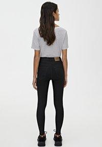 PULL&BEAR - BASIC-JEANS IM SKINNY-FIT MIT HOHEM BUND 09684315 - Jeans Skinny - black - 2