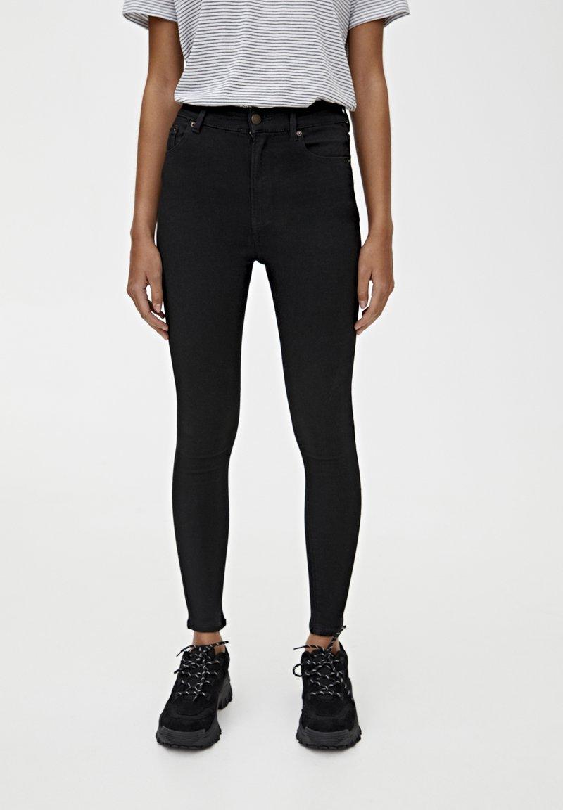 PULL&BEAR - BASIC-JEANS IM SKINNY-FIT MIT HOHEM BUND 09684315 - Jeansy Skinny Fit - black