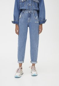 PULL&BEAR - SLOUCHY - Jeansy Straight Leg - blue - 0
