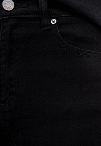 PULL&BEAR - Džíny Bootcut - black - 5