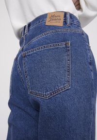 PULL&BEAR - BASIC-MOM - Jeans Straight Leg - blue - 4