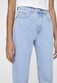PULL&BEAR - BASIC-MOM - Straight leg jeans - light blue - 3