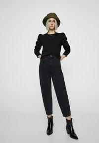 PULL&BEAR - Džíny Straight Fit - black - 1