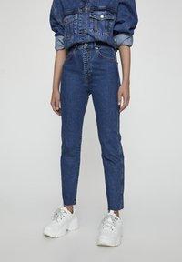 PULL&BEAR - COMFORT FIT MOM - Jeans Slim Fit - dark blue - 0