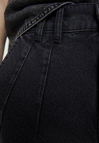 PULL&BEAR - MIT BUNDFALTEN VORNE - Jeans a sigaretta - black - 5