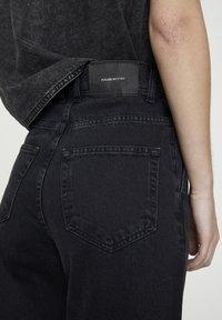 PULL&BEAR - MIT BUNDFALTEN VORNE - Jeans a sigaretta - black - 4