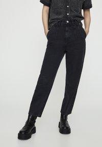 PULL&BEAR - MIT BUNDFALTEN VORNE - Jeans a sigaretta - black - 0