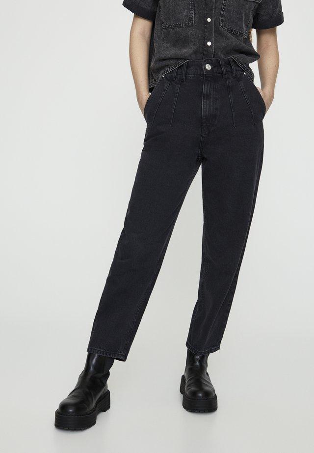 MIT BUNDFALTEN VORNE - Jeans a sigaretta - black