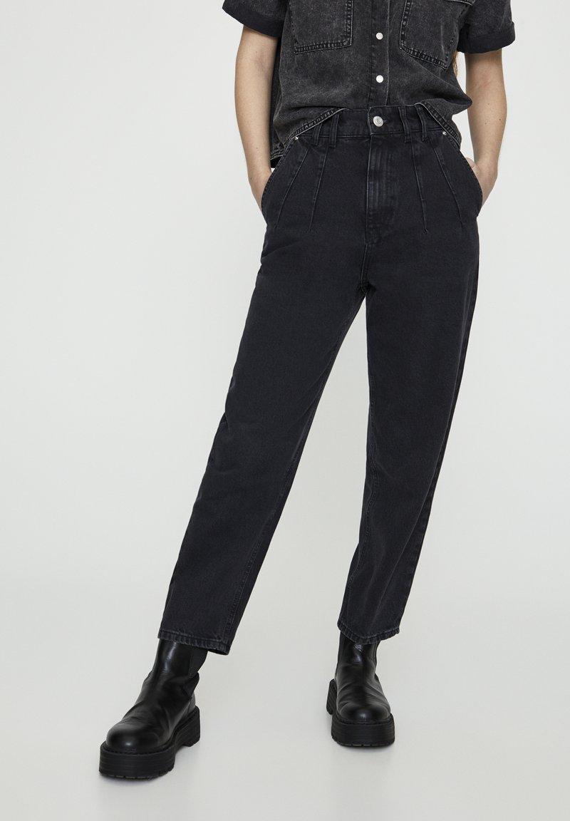 PULL&BEAR - MIT BUNDFALTEN VORNE - Jeans a sigaretta - black