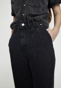 PULL&BEAR - MIT BUNDFALTEN VORNE - Jeans a sigaretta - black - 3