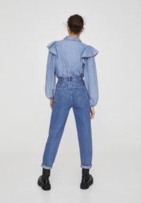 PULL&BEAR - MOM WITH ELASTIC WAISTBAND - Jeans Straight Leg - blue - 2