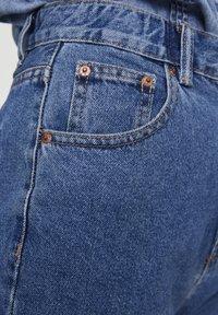 PULL&BEAR - MOM WITH ELASTIC WAISTBAND - Jeans Straight Leg - blue - 3