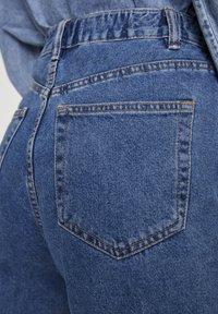 PULL&BEAR - MOM WITH ELASTIC WAISTBAND - Jeans Straight Leg - blue - 4