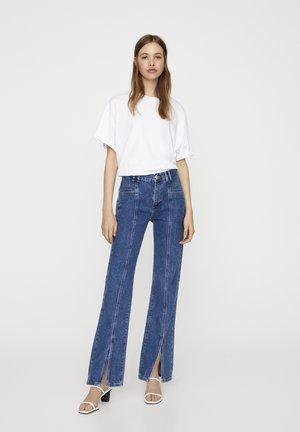 SCHLAG MIT SCHLITZEN - Jeans a zampa - blue