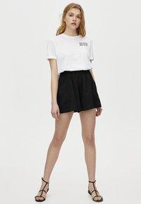PULL&BEAR - BERMUDA - Shorts - black - 1