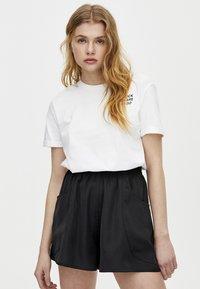 PULL&BEAR - BERMUDA - Shorts - black - 0