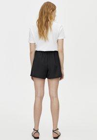 PULL&BEAR - BERMUDA - Shorts - black - 2