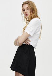 PULL&BEAR - BERMUDA - Shorts - black - 3