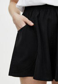 PULL&BEAR - BERMUDA - Shorts - black - 4