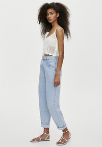 PULL&BEAR - MIT HOHEM BUND - Jeansy Relaxed Fit - light blue - 3
