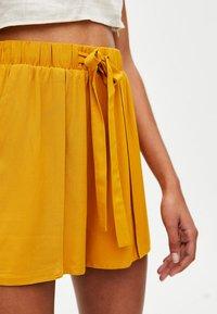 PULL&BEAR - Shortsit - yellow - 3
