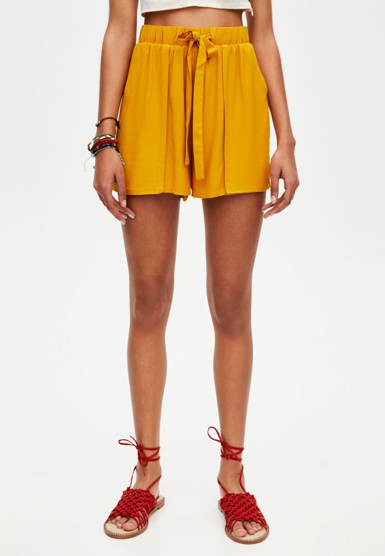 PULL&BEAR - Shorts - yellow