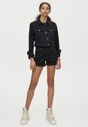 MIT HOHEM BUND - Shorts di jeans - black