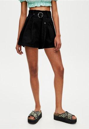 MIT U-RING-GÜRTEL - Shorts - black
