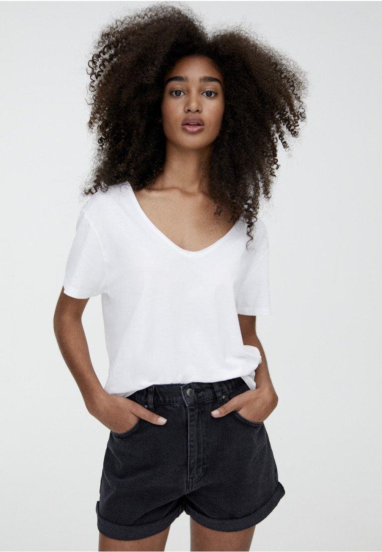 PULL&BEAR - MIT STRETCHBUND  - Jeans Shorts - black