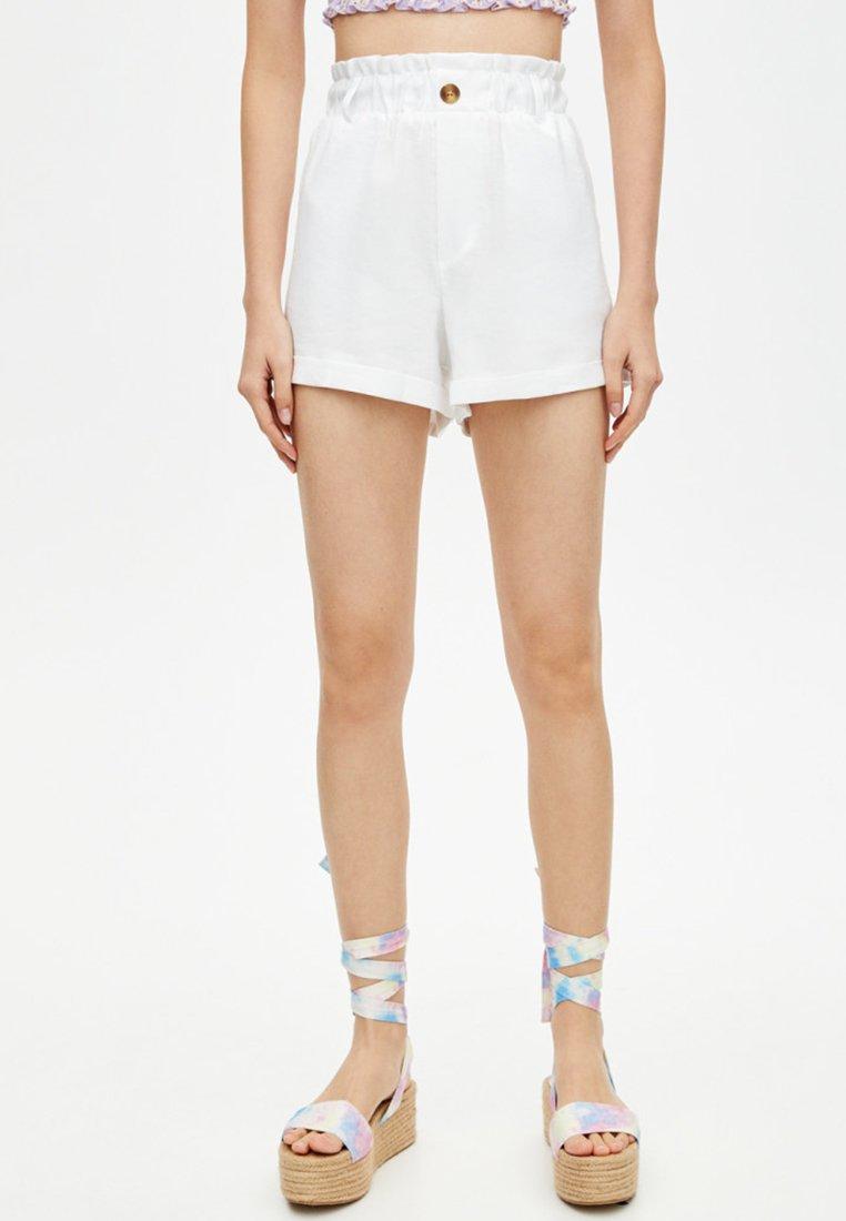 PULL&BEAR Shorts white