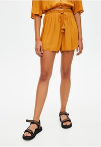 PULL&BEAR - Szorty - mustard yellow - 0