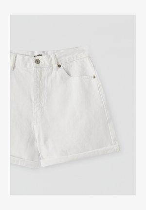 FIT MIT UMGESCHLAGENEM SAUM  - Jeans Shorts - white
