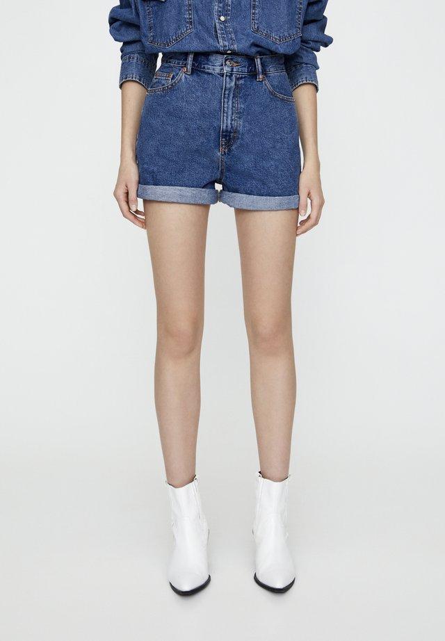 FIT MIT UMGESCHLAGENEM SAUM  - Szorty jeansowe - blue