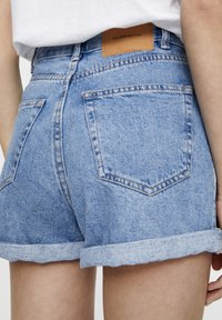 PULL&BEAR - FIT MIT UMGESCHLAGENEM SAUM  - Denim shorts - mottled dark blue - 3