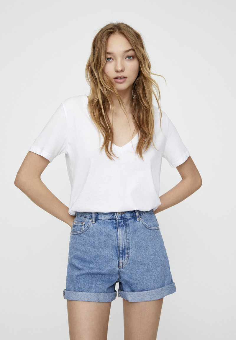 PULL&BEAR - FIT MIT UMGESCHLAGENEM SAUM  - Denim shorts - mottled dark blue
