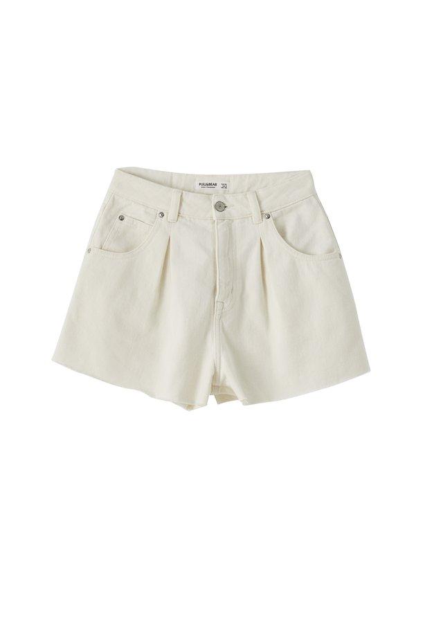 MIT BUNDFALTEN VORNE - Shorts - white