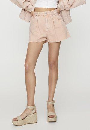 MIT BUNDFALTEN VORNE - Shorts - rose