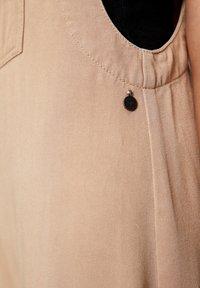 PULL&BEAR - MIT TASCHE VORNE - Jumpsuit - camel - 5