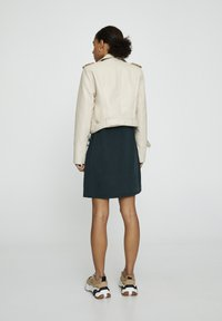 PULL&BEAR - Giacca in similpelle - beige - 2